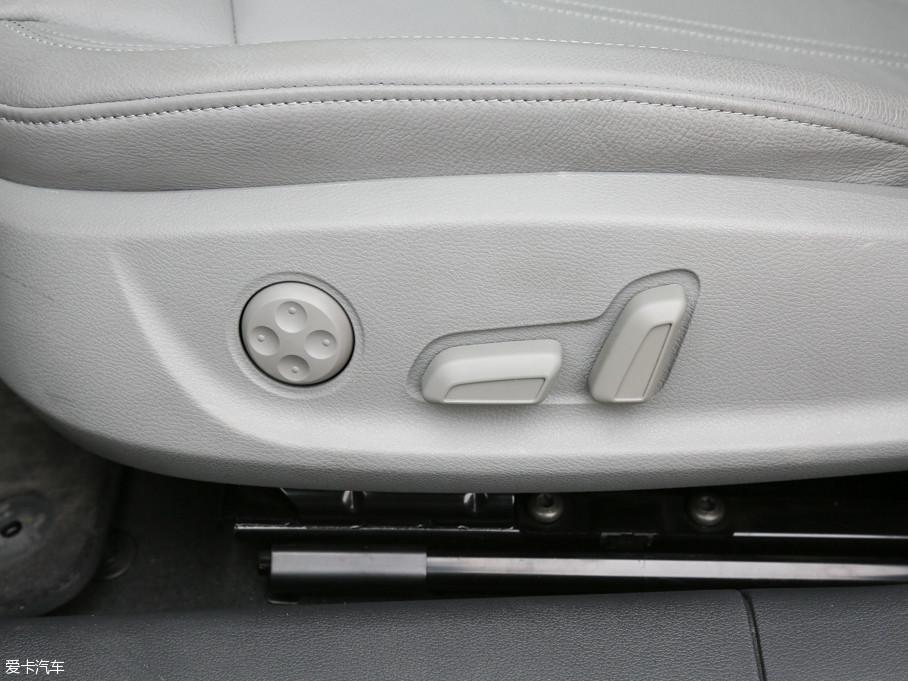 2017款奥迪A4L45 TFSI quattro 运动型