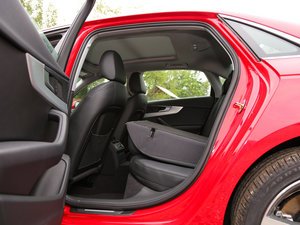 2017款45 TFSI quattro 运动型 后排座椅放倒