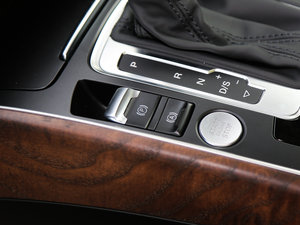 2017款40 TFSI 舒适型 驻车制动器