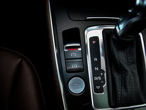 2017款40 TFSI 豪华型 驻车制动器