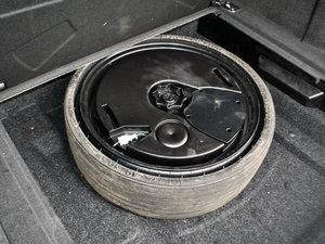 2017款40 TFSI 豪华型 备胎