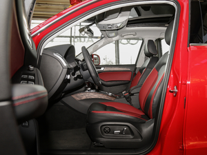 2017款Plus 40 TFSI 舒适型 前排空间