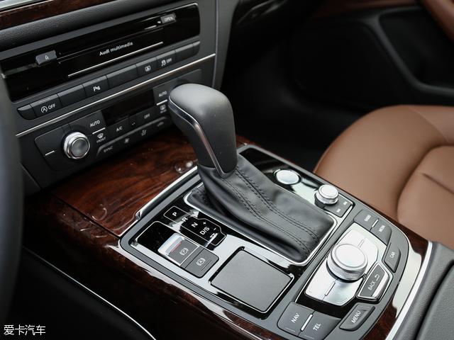 与发动机相匹配的是7挡双离合变速箱,换挡平顺度有所保障。