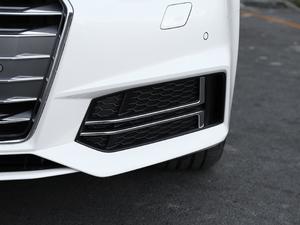 2018款30周年版 45 TFSI quattro个性运动版 雾灯