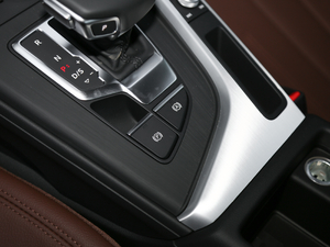 2018款30周年版 45 TFSI quattro个性运动版 驻车制动器