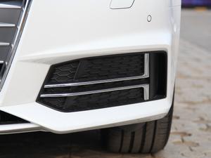 2018款30周年版 40 TFSI 运动型 雾灯