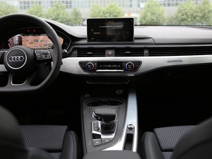 2018款30周年版 45 TFSI quattro运动型 中控台