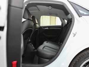 2018款30周年版 Limousine 35 TFSI风尚型 后排空间