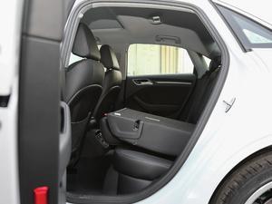2018款30周年版 Limousine 35 TFSI风尚型 后排座椅放倒