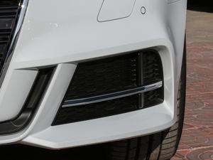 2018款30周年版 Limousine 40 TFSI运动型 雾灯