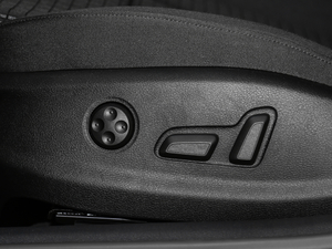 2018款30周年版 Limousine 40 TFSI运动型 座椅调节