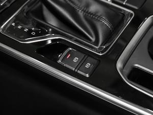 2018款1.5T CVT型色版 驻车制动器