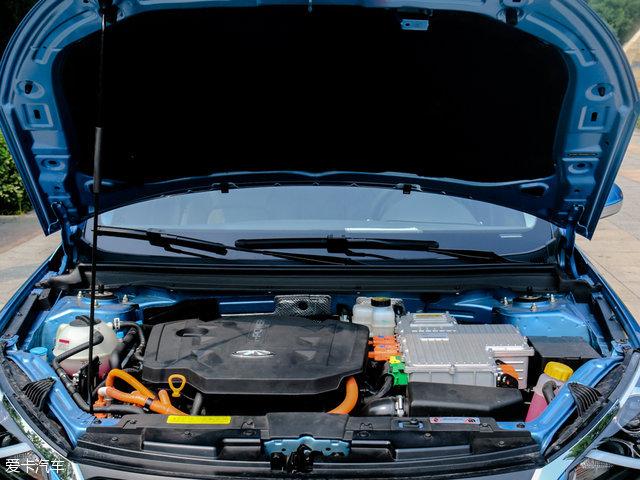 艾瑞泽7e搭载1.6 L的四缸自然吸气发动机,最大功率为93kW(126Ps)。电池容量为9.26kWh,可以支持以纯电动模式行驶50km,发电机功率55kW(75Ps)。