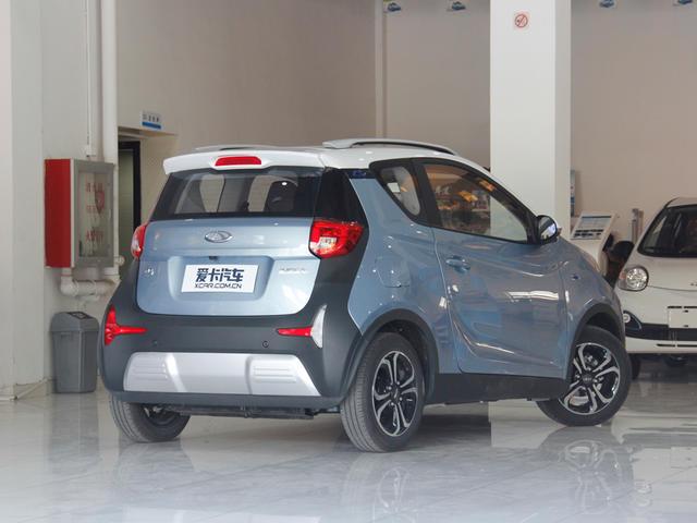 作为一款微型电动车型,小蚂蚁外观时尚可爱,出自奇瑞全新的lfs平台