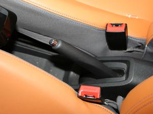 2017款豪华版 驻车制动器