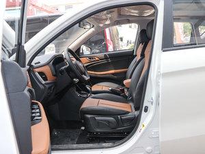 2017款1.6L 自动铂锐版 前排空间