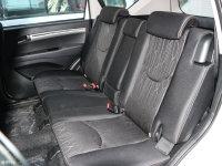 空间座椅陆风X8后排座椅