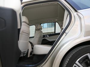2019款xDrive40i 尊享型 M运动套装 后排空间
