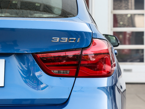 2019款330i xDrive M 运动型 尾灯