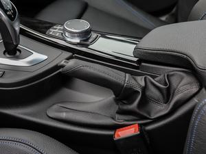 2019款330i xDrive M 运动型 驻车制动器