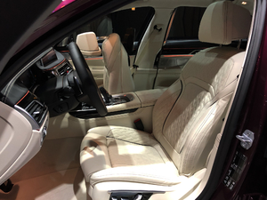 2019款M760 xDrive 空间座椅