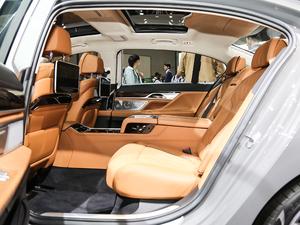 2019款750Li xDrive 后排空间