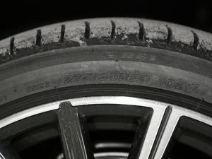2019款740Li 尊享型 M运动套装 轮胎尺寸