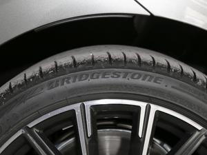 2019款740Li 尊享型 M运动套装 轮胎品牌