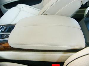 2010款4.4T 前排中央扶手