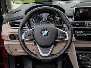 2015款218i 运动设计套装 方向盘