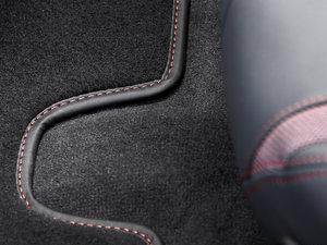 2016款质子红限量版 空间座椅