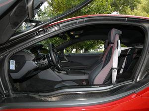 2016款质子红限量版 前排空间