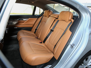 2017款730Li 豪华型 后排座椅