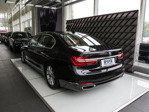 2017款730Li 豪华型 后侧45度