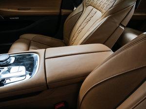 2017款730Li 豪华型 前排中央扶手