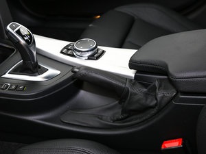 2017款340i xDrive M运动型 驻车制动器