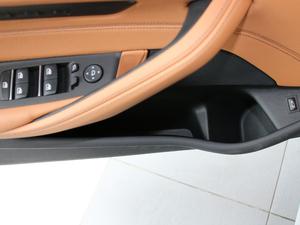 2017款525i M运动套装 车门储物空间