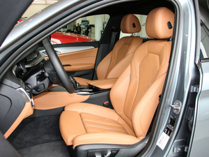 2017款525i M运动套装 前排座椅