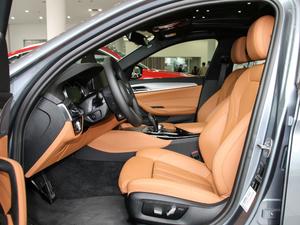 2017款525i M运动套装 前排空间