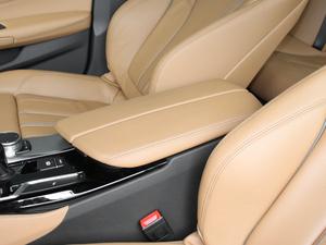 2017款525i M运动套装 前排中央扶手
