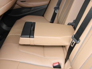 2017款525i M运动套装 后排中央扶手
