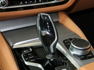 2017款525i M运动套装 变速挡杆