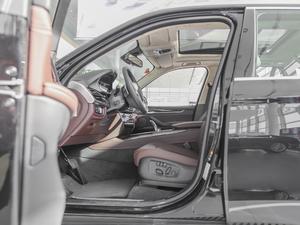 2017款xDrive40e 前排空间