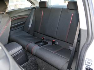 2018款220i 运动设计套装 后排座椅