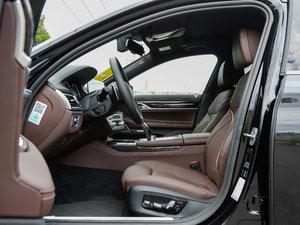 2018款740Li 领先型 M运动套装 前排空间