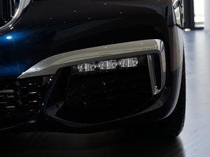 2018款730Li 领先型 M运动套装 雾灯