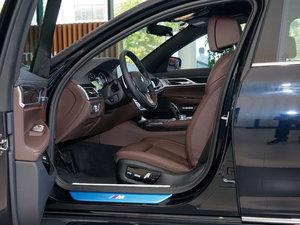 2018款730Li 领先型 M运动套装 前排空间