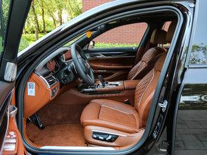2018款M760Li xDrive 前排空间