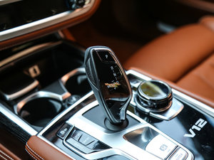 2018款M760Li xDrive 变速挡杆
