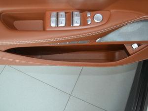 2018款M760Li xDrive 车门储物空间